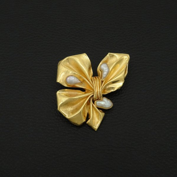 22ct solid gold brooch